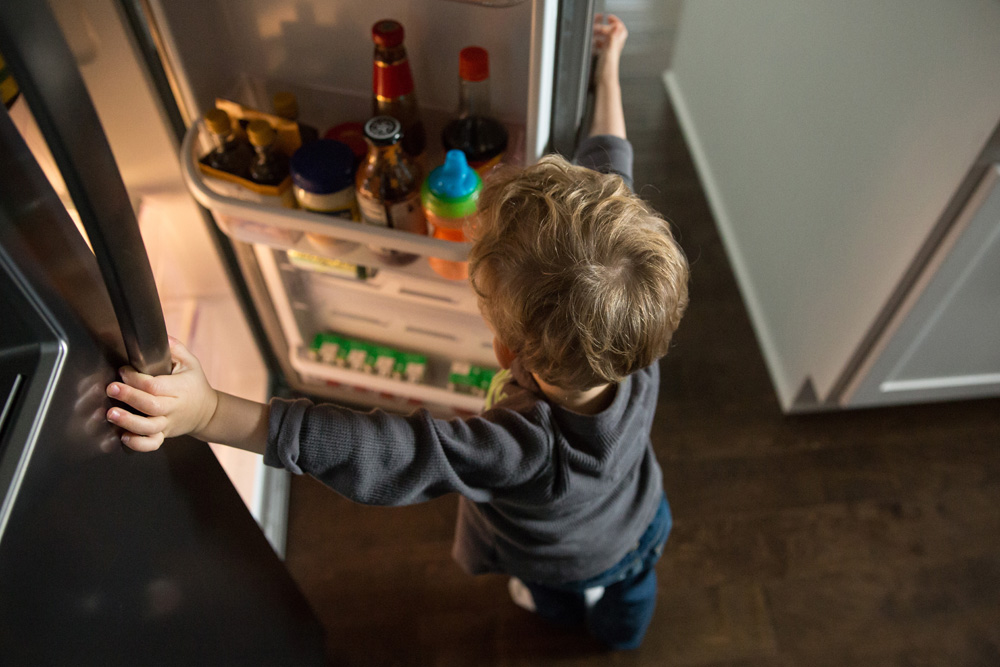 documentary family photography kid in front of fridge